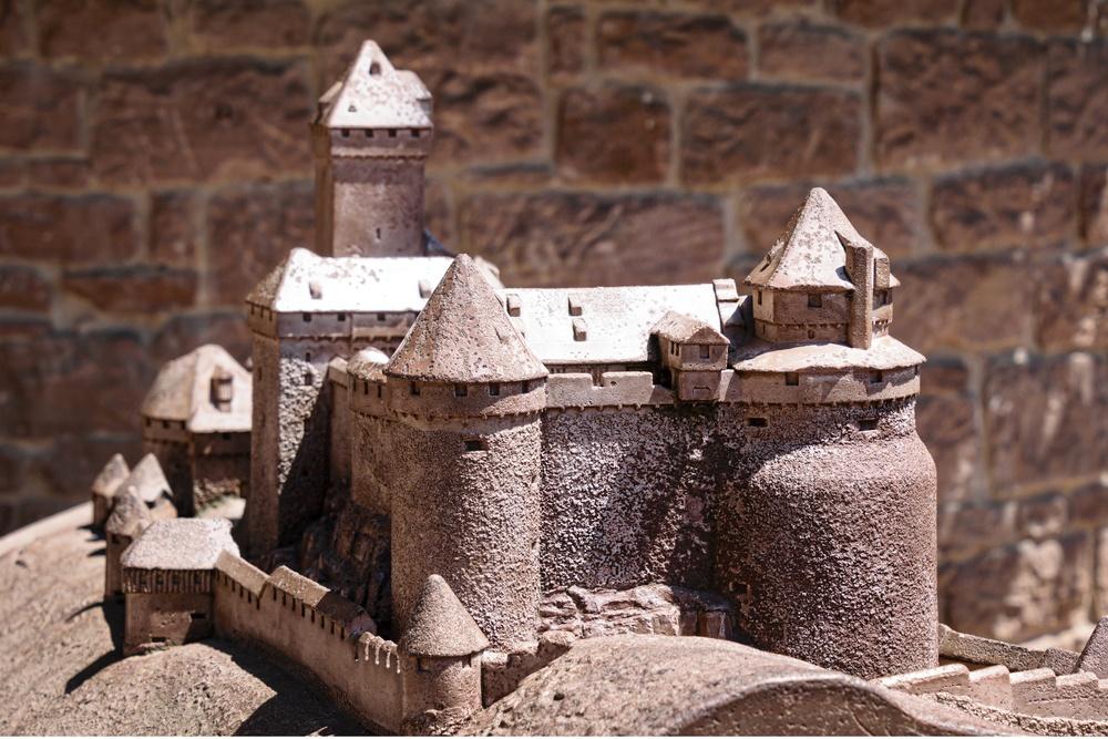 miniature models niche
